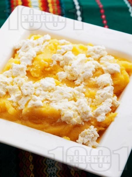 Вкусен качамак от царевичен грис / брашно със сирене и масло - класическа рецепта - снимка на рецептата